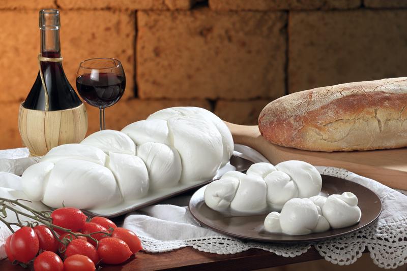 Mozzarella treccia Ricotta Stracciata Olive verdi burrata Provola affumicata
