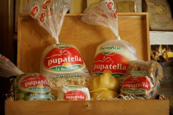 Mozzarella Provola Ricotta Caciocavallo Bianco o Affumicato Olive Verdi Taralli extra
