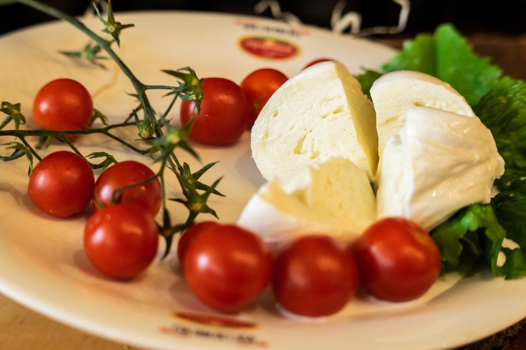 Mozzarella Provola ricotta caciocavallo olive verdi taralli napolentani Online Caseificio Pupatella